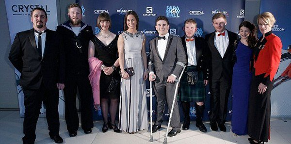 .   28.04.2016, Pippa a participé à la ParaSnowBall, une collecte de fonds pour les athlètes handicapés à Londres.  .