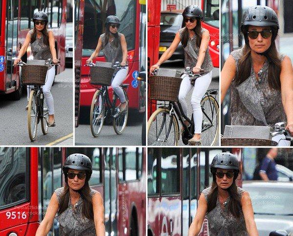 - 27/07/2016 : Pippa a été vue en ballade sur son vélo dans Pendleton : Tenue :   -