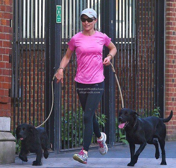 - 11/04/2017 : Pippa est allée chercher des plats à emporter dans Kensington à vélo : -