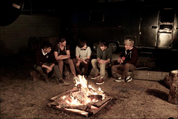 30 octobre : Harry a posté une photo de Louis sur twitter.