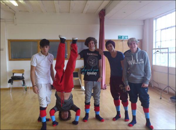 Harry vient de poster une nouvelle photo de Louis sur son Twitter.