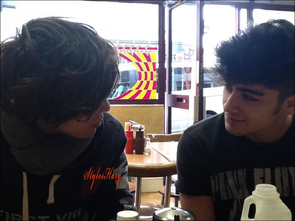 Liam a posté une photo de Zayn et Harry sur Twitter.