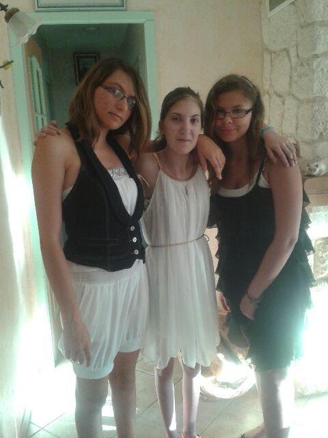 Mes meilleures amies et moi vous allez bcp me manquer :'(