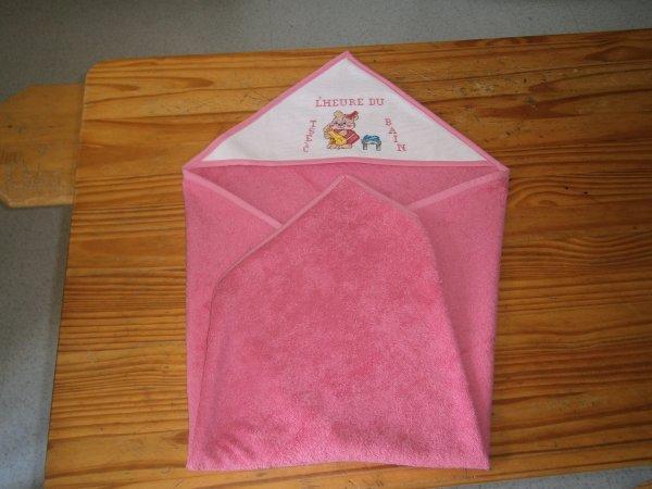 Cape de Bain rose ourson fille bordée rose