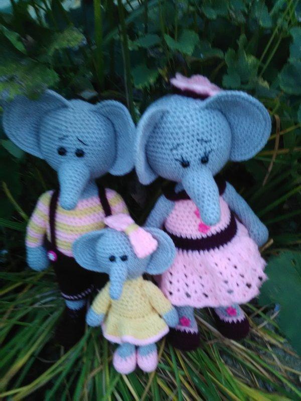 Couple d'éléphant et leur bébé