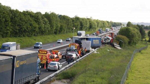 Accident mortel sur l'A84. Trois poids lourds accidentés sur l'autoroute !