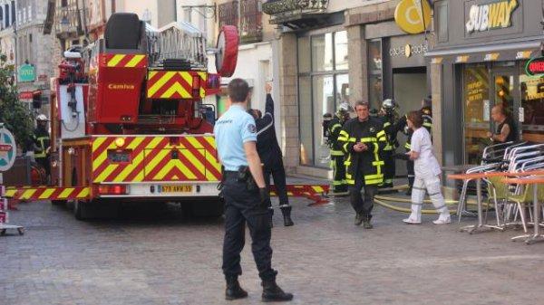 Incendie à Redon. Les pompiers sont intervenus dans la Grande-Rue ( chez moi en bretagne )