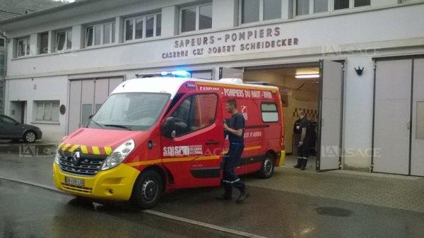 Le bébé naît dans l'ambulance des pompiers, devant la caserne !