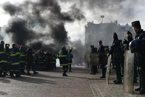 Lille : les pompiers en colère ont envahi les voies de la gare Lille-Flandres, ce jeudi midi