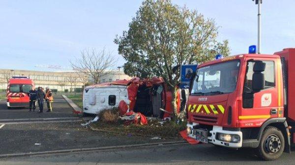 L'ambulance se renverse : trois pompiers blessés dans un accident !