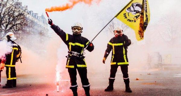 Plus de 3000 pompiers battent le pavé !