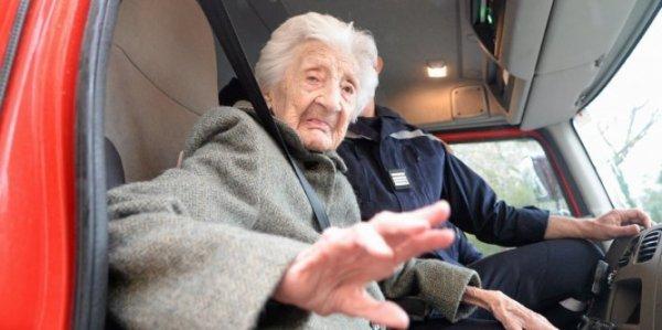🎂 : Montpellier : la doyenne de l'Hérault fête ses 112 ans dans un camion de pompiers !