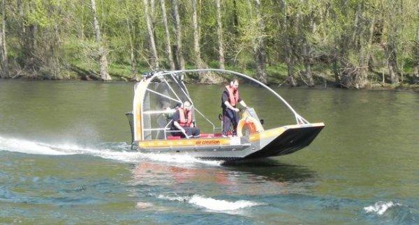 Le nouveau bateau des pompiers lotois peut passer sur un filet d'eau !!