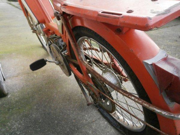 Parce qu'elle le vaut bien, remise en état Peugeot 103 de 1973