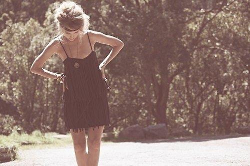 C'est comme ça que tu m'as quitté, je ne fait pas semblant Pas d'espoir, pas d'amour, pas de gloire, pas de fin heureuse C'est comme ça que nous nous aimions, comme celà pour toujours Alors vivons le reste de nos vies mais pas ensemble