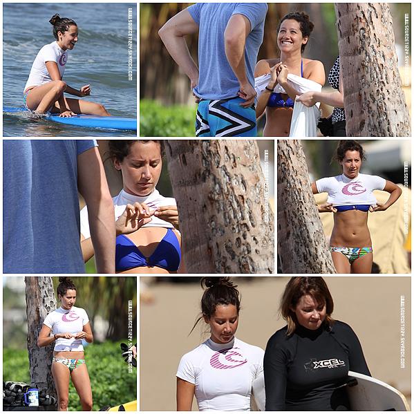 . _____• Ashley a été vue, profitant de la plage de Hawaii en surfant, ce 31 décembre..
