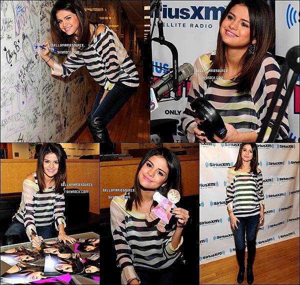 14 mars : Selena était à la radio « Sirius XM » pour parler de « Who Says ». Le 13 mars 2011 : Dans l'après-midi, Selena a été aperçue à l'aéroport de Los Angeles.Sa tenue  top ou flop?