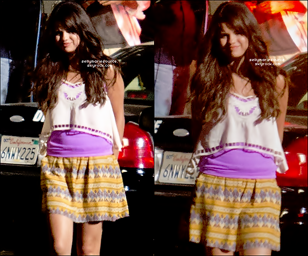 15.08.12 :Selena (se faisant arrêtée) a été aperçue,au soir, sur le tournage de « Feed The Dog » à Los Angeles.