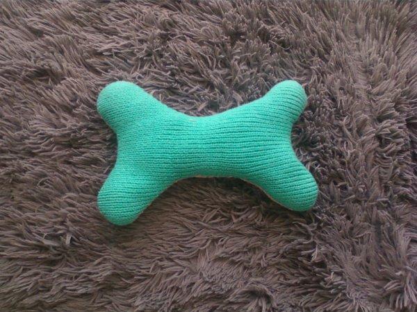 Jouet pour ptit chien en tricot.