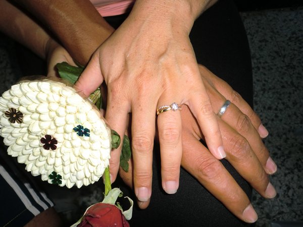 (l)  fiancé  (l)