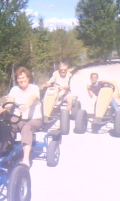 ma soeur et mes grands - parents au karting ;)
