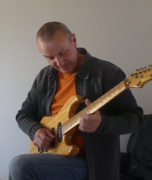Cours de guitare particulier à Beaulieu Sous la Roche, (30), tablature - skyrock.com - présentation - Il faut bien comprendre que c'est devant un public que les musiciens expriment l'étendue de leurs talent !