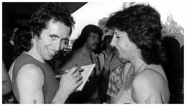 AC/DC, Hell's bells, Hell's bells tablature, (21), tablature.skyrock.com, Hell's bells paroles, Hell's bells video,  <<Les cloches de l'enfer>> Pour ceux Qui aiment les Hard-Rockeurs en culotte courte