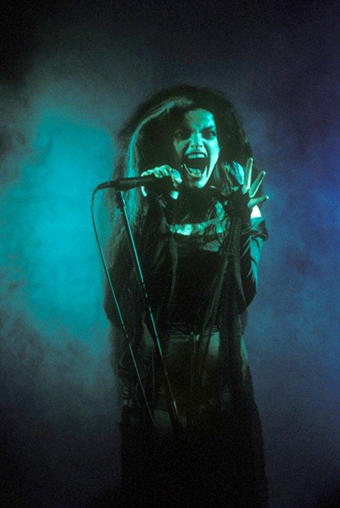 Nina Hagen, African reggae live, (175), 1985 complètement dégantée la gamine !!  Nina Hagen photo, African reggae video, Nina Hagen article