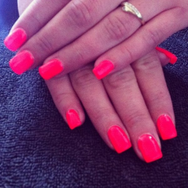 Nails flash red corail