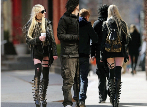 02.03.11 : Taylor à été prise prenant un café à New York. Que pensez-vous de sa nouvelle coiffure ?