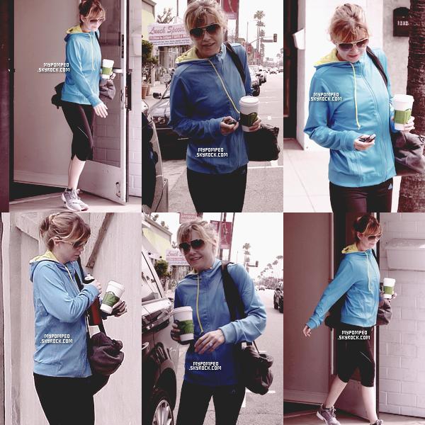 ellen __________19.04.2011 _______ ↪ Ellen a été repéré sortant du gymnase au Studio City. ellen