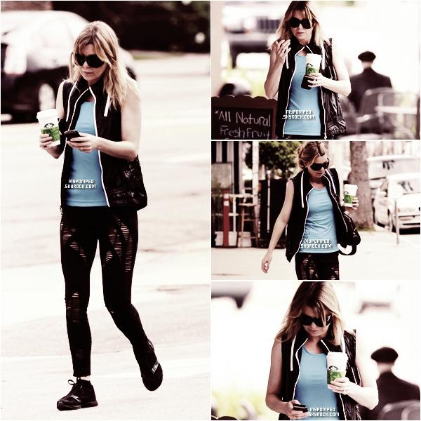 ellen __________21.04.2011 _______ ↪ Ellen comme dans son habitude allant a la gym.  ellen