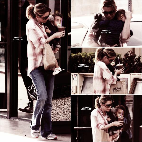 ellen __________23.04.2011 _______ ↪ Ellen et sa fille stella allant chercher un café glacé. ellen