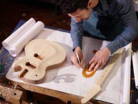 Facteur et restaurateur d'instruments traditionnels