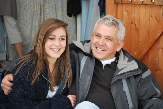 Photo d'Ebony et son papa, qu'elle a poster sur son facebook pour la fête des pères.