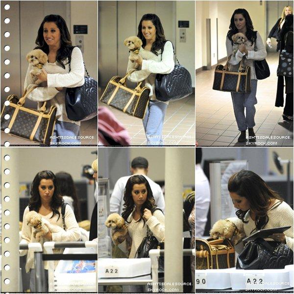 . Ashley a été vu à l'aéroport LAX , le 27 mai.  .