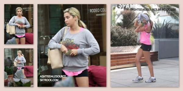 . Ashley quitte l'Equinox Gym à West Hollywood , le 13 mars.  .