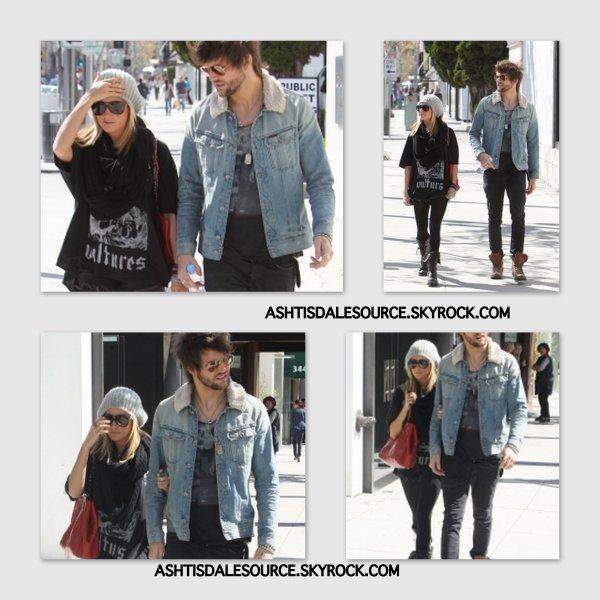 . Ashley à Beverly Hills avec son nouveau petit-ami Martin Johnson , le 23 Février. Comment le trouvez-vous ? .