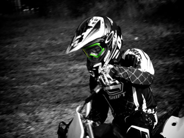 Giovane motociclista