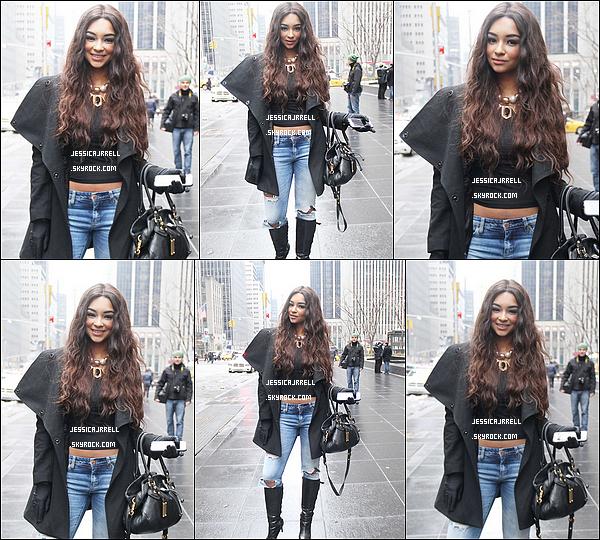 04 Mars - Jessica s'est rendu dans les studios SiriusXM à New York.