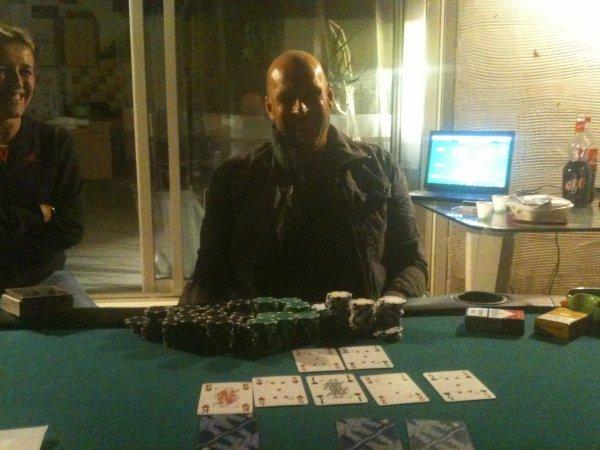 Photo du Vainqueur, Henri, du Jérome poker tour et qui termine par un carré !!