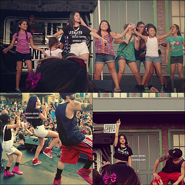 30.08.2013 - Becky était présente au Knott's Berry Farm.
