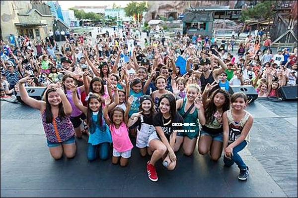 03.09.2013 - Becky était avec ses cousins.