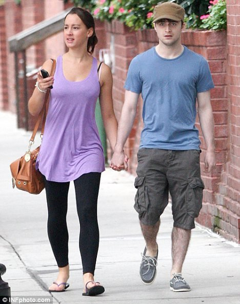 Dan walking hand in hand with his girlfriend in NYC (2)