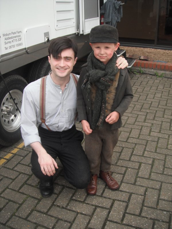 New on set picture of Dan in AYDN