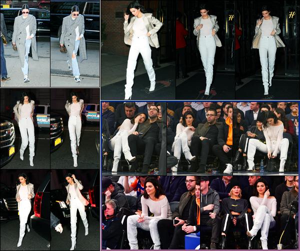 20.11.2017 ─ Kendall Jenner a été photographiée arrivant puis quittant l'hôtel « The Bowery », étant, à New-York.La belle a ensuite été photographiée arrivant au Madison Square Garden où elle a assister au match des Clippers contre les Knicks. Sa tenue est un top !