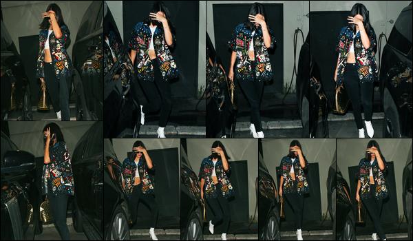 21.08.2017 ─ Kendall Jenner a été photographiée, alors, qu'elle quittait le « Matsuhisa », étant, dans Beverly Hills.La belle brunette était en compagnie de Caitlyn Jenner... Kendall se cachait au vu des paparazzi, c'est dommage ! Concernant sa tenue est un beau top !