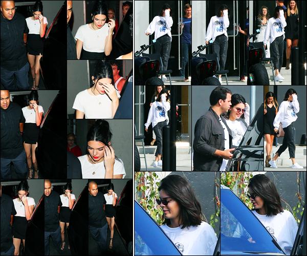 24.08.2017 ─ Kendall Jenner a été photographiée alors qu'elle quittait la boite de nuit Delilah au West Hollywood.La belle mannequin KJ a été photographiée, le lendemain, quittant un studio avec des amies... Concernant ses deux tenues, c'est deux tops de ma part !