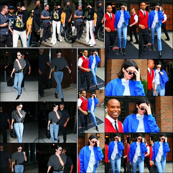 10.09.2017 ─ Kendall Jenner a été photographiée alors qu'elle se promenait dans les rues, étant dans New-York.Plus tard dans la soirée, la belle a été photographiée dans les rues à NYC. Elle a également été photographiée le lendemain dans les rues de NYC. Flop...