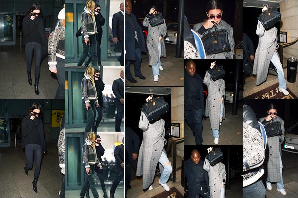 16.11.2017 ─ Kendall Jenner a été photographiée, alors, qu'elle quittait l'aéroport Heathrow, étant, dans Londres.Un peu plus tard, la mannequin K. a été photographiée alors qu'elle arrivait au restaurant China Tang à Londres. Concernant sa tenue, c'est un petit top !